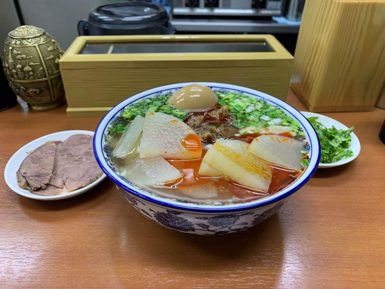 ザムザムセット(味付け牛肉+味玉)追加で1880円。