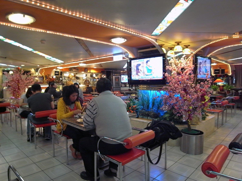 昭和純喫茶風のアクの強い造りの店内とは違って、味のほうはまろやか。