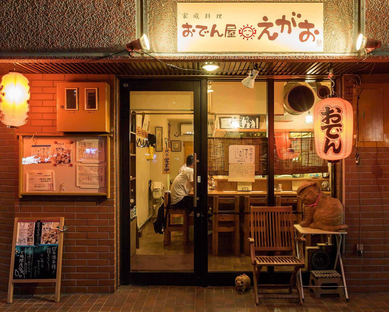 この店になる前はここは絵本屋さんだったという。その頃から「ビビ」という置き物の看板ネコが店を守る。