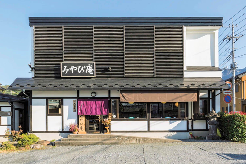 ギャラリーも併設している、落ち着いた店構え。