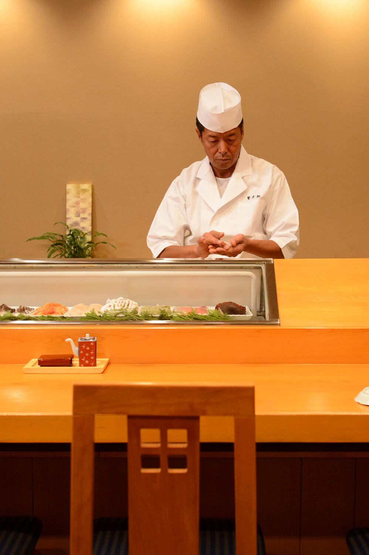 「寿司は対人。ご高齢の人には小ぶりに握るなど、気遣いを大切にしてます」と3代目。