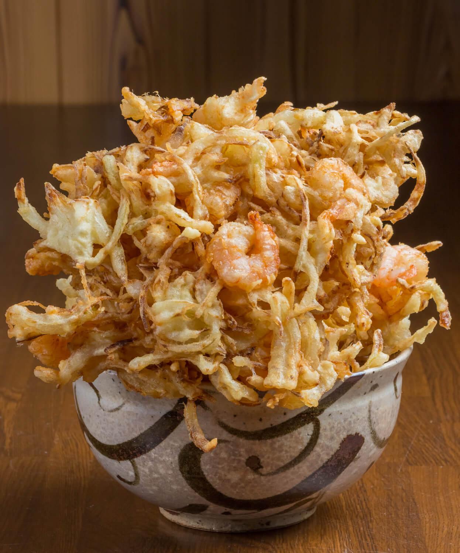 かきあげ天ぷらうどん1540円(麺とかき揚げは通常別盛り)。かき揚げ単品550円。