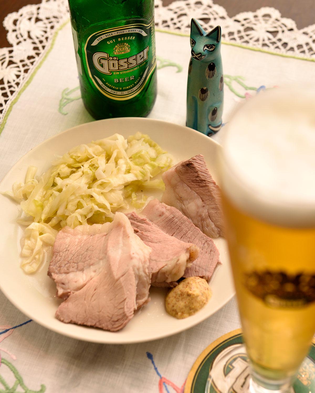 塩豚とザワークラウト900円、ゲッサービール1050円。