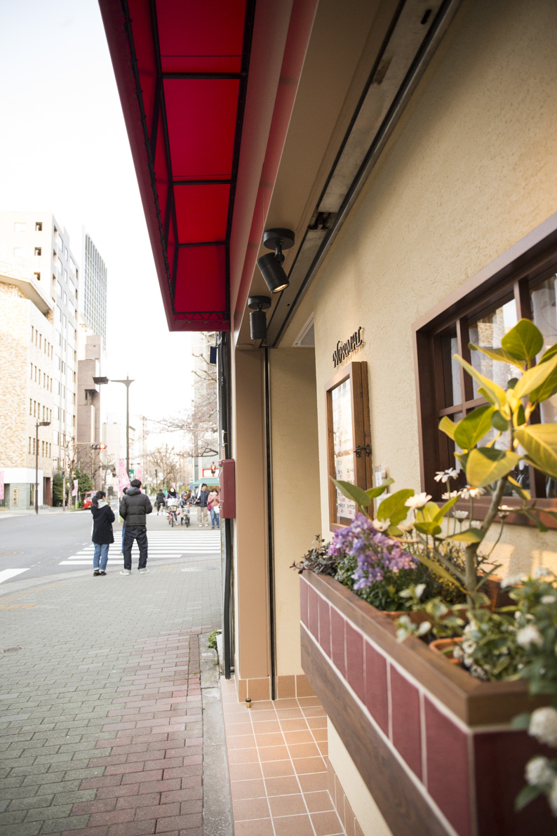 2月に神楽坂から移転。小粋な外観。