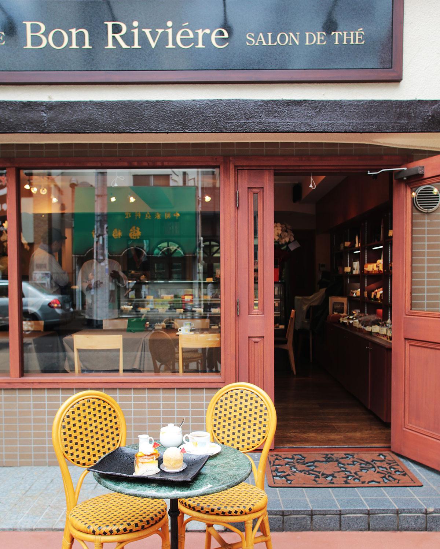飲食スペースも完備、コーヒーなども手抜きなし。
