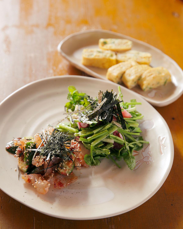 タコと芹塩だれ和え、白くらげの梅肉和え、特製卵焼き。季節にあわせて旬の料理を提供している。