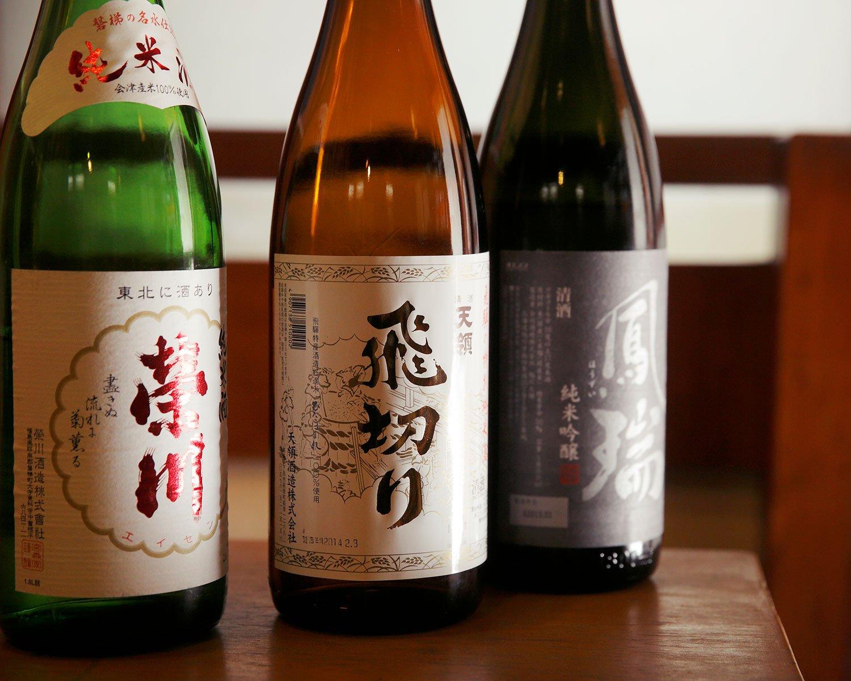 日本酒好きな店主が選ぶ飛驒の「飛切り」に福島の「榮川」など、どれも1合650円。