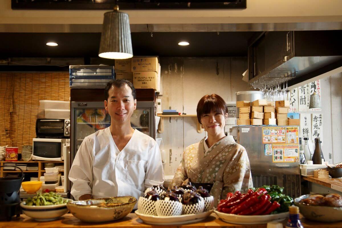 元寿司職人の西川さんと荒鎌さん。「あえて豊洲に遅く行き、安く売っている掘り出しもの見つけることもあります」。