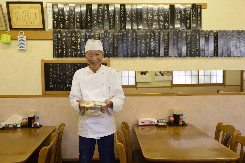 村上さんが講師を務めた料理学校で西洋料理を覚えた2代目の竹山さん。
