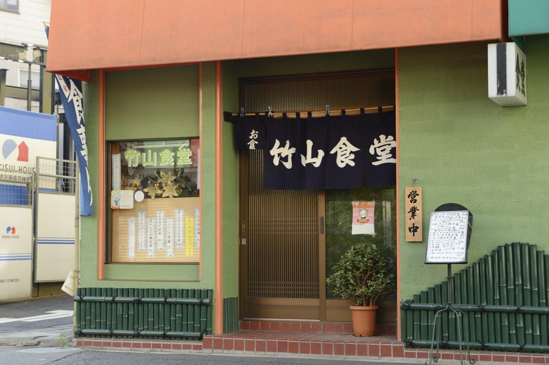 創業70年。ひと晩寝かせて、ふんわりしっとり味が染みたさばの味噌煮定食700円も人気。