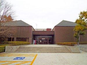 羽村市郷土博物館外観寄り