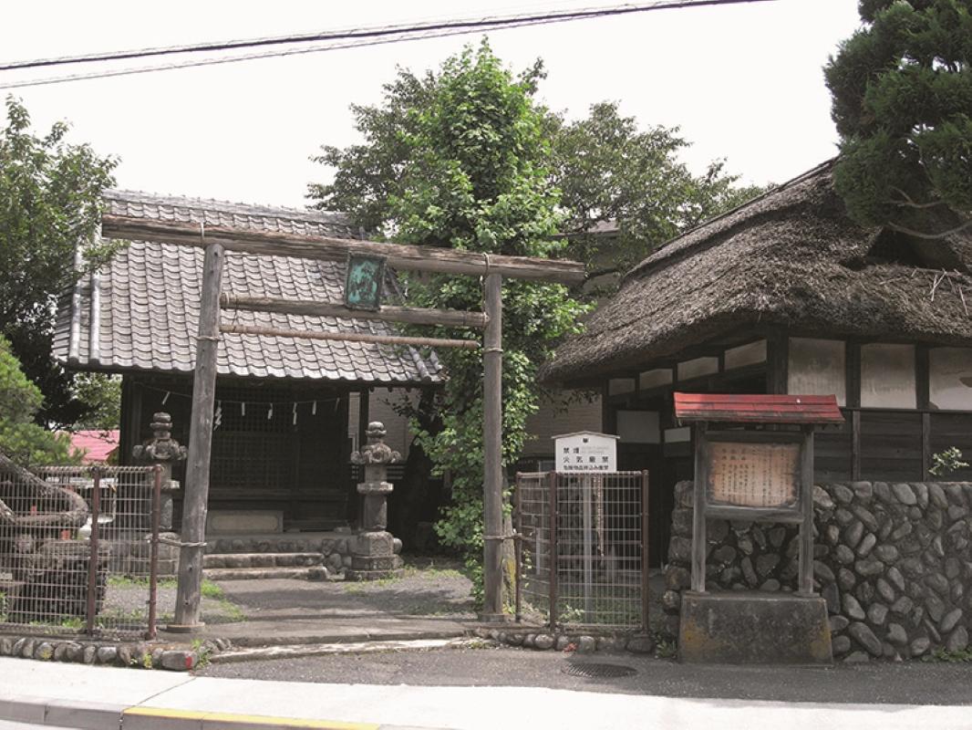 水神社と陣屋
