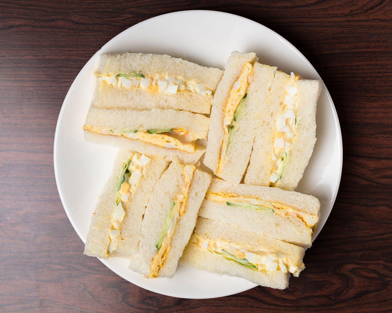 タマゴサンド820円(飲み物付き、パンが届く9時半頃~)。もちもちしたパンが味わい深い。