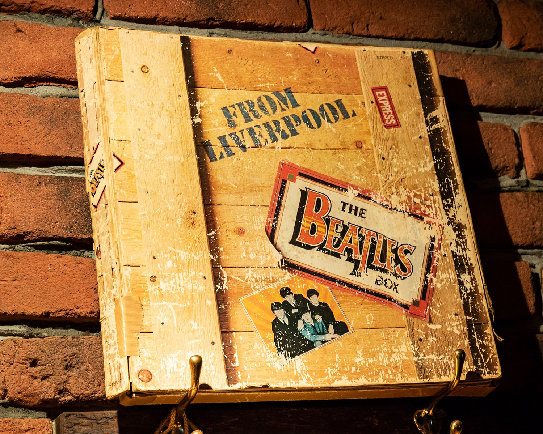 「リヴァプールより愛をこめて」という名で知られるボックス。8枚組でEMIの子会社から発売された貴重なアルバムが飾られていた。