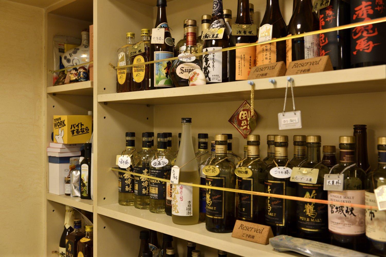昼はランチ、夜は一杯やる店として渋谷民に贔屓にされている。キープボトルがたくさん!
