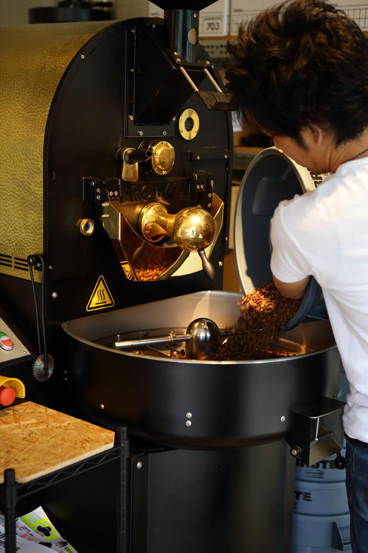 最大5kgまで焙煎できる焙煎機。小さい機械よりも火力とファンの風力が安定し理想の味が出せるのだとか。