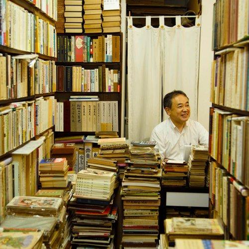 神保町の本屋には人を惹きつける力がある。古書店から新書店まで、足を運ぶだけで心ときめく本屋7店に肉薄。