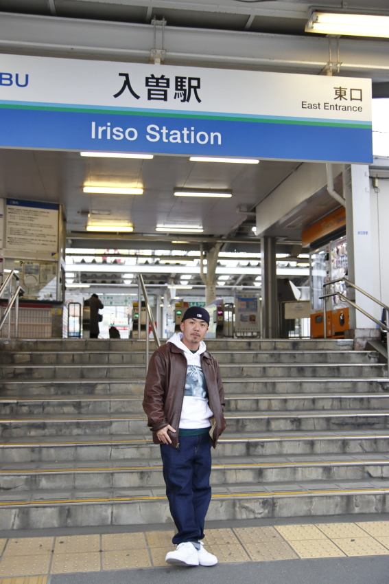 駅前では複数の学生に声をかけられ、撮影も頼まれていた。