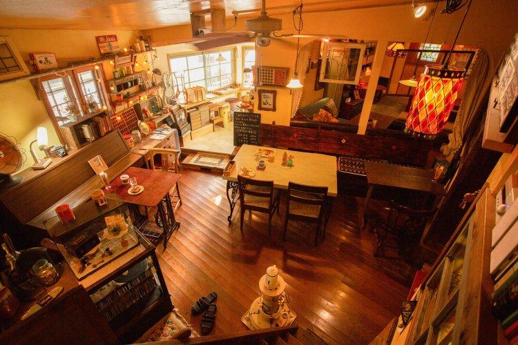 Cafe Living Room61