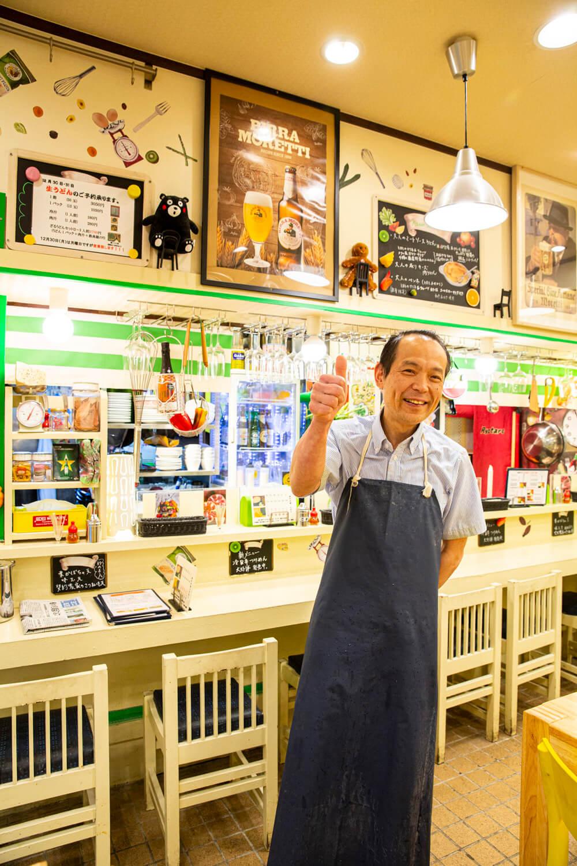 「東日本大震災後、みんなの気分を明るくしたくて内装を洋風に変えた」と店主。