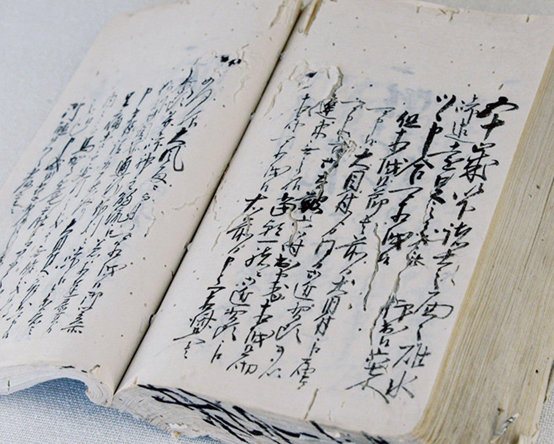 遠足を記した古文書「案詞(あんし)」。『ふるさと学習館』に展示中。