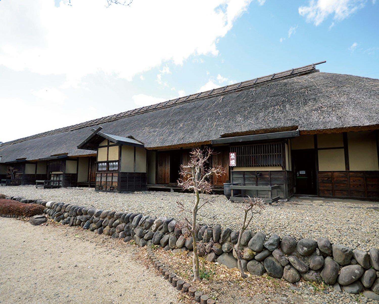 かつて前庭は畑で、この四軒長屋の東側に五軒長屋が続いていた。
