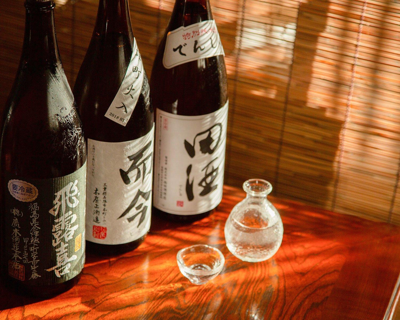 全国各地の希少な日本酒も味わえる。