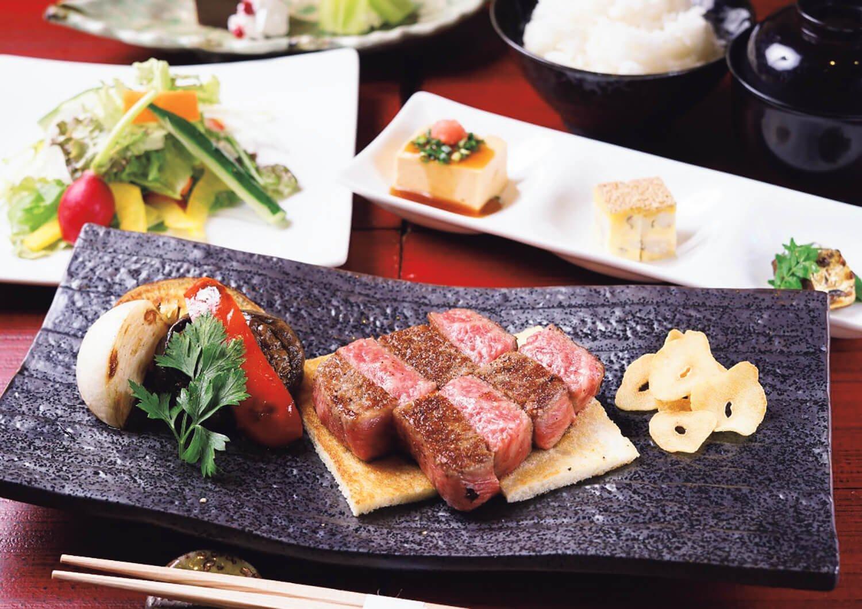 山形牛ステーキコースサーロイン100g4000円、フィレ100g4700円。