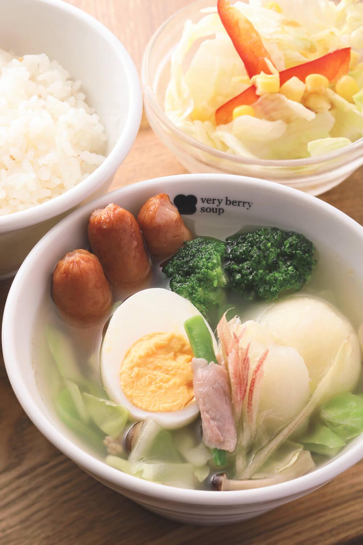 茸とソーセージの5種類野菜ポトフのセット924円。