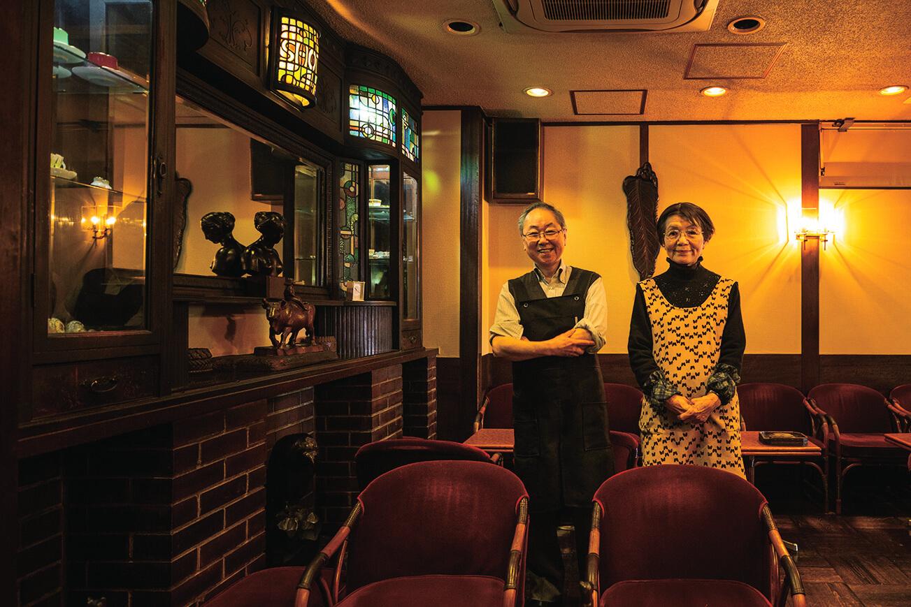 3代目店主の岡本由紀子さんとチーフの佐々木信博さん。