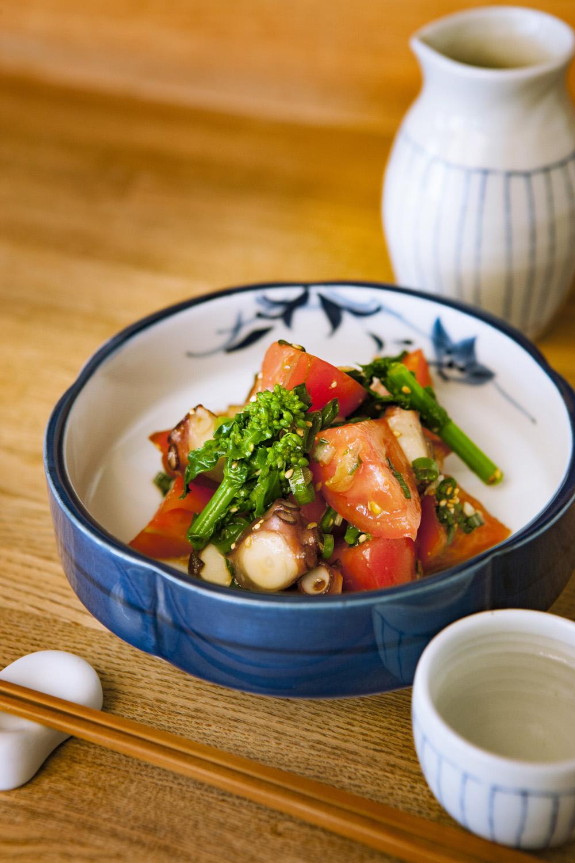 地ダコとトマトの香味和え1200円は、ハーフサイズでの提供も可。