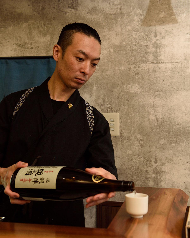 「悦凱陣 山廃純米無濾過生90ml 880円など味ののったお酒、燗映えする銘柄が好き」と尾形さん。