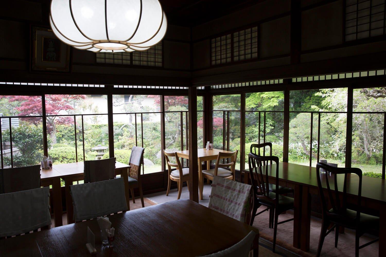 1950年に建てられた客間をカフェに。