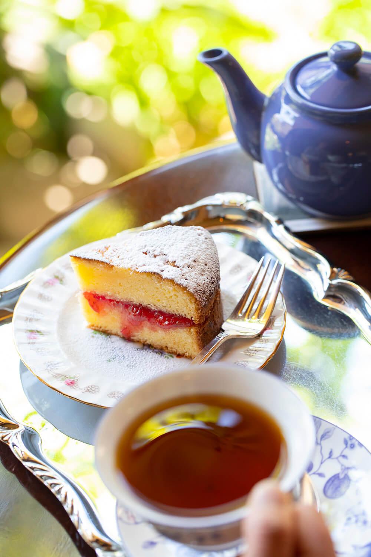 イチゴジャムを挟むヴィクトリア・サンドイッチ・ケーキとアッサムティーのセット1050円。