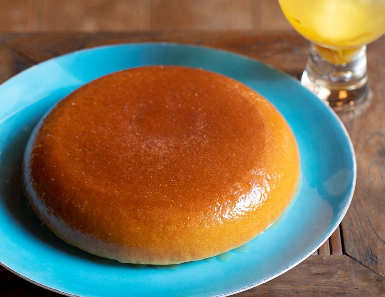ホットケーキ990円と自家製柚子茶660円。季節のパイも人気。