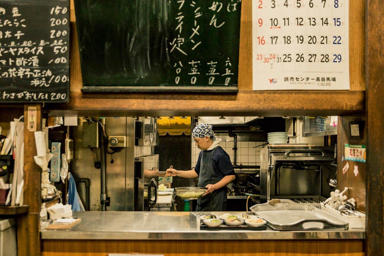 「豚バラのしょうが焼きは昔、隠れメニューでした」と田中さん。客の要望から誕生したそう。