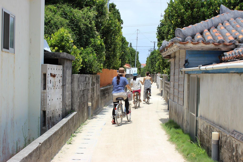 渡名喜島集落内の道