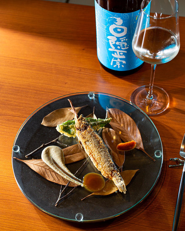 鮎のポワレと日本酒。