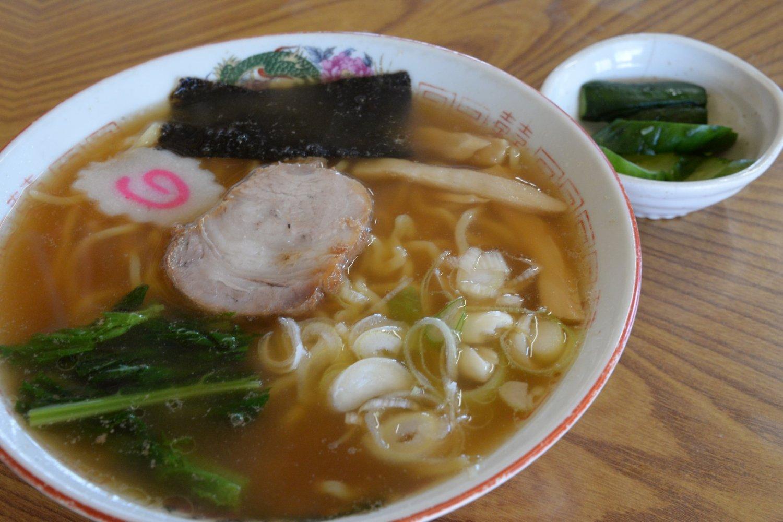 中太麺でコクのあるラーメン450円。柔らかチャーシューも印象的。