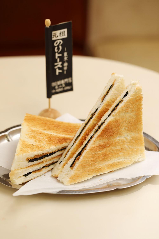 醤油&海苔の日本的ハーモニーが懐かしいのりトースト170円。
