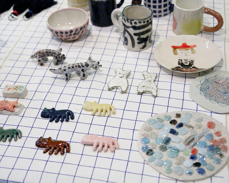 障害者支援施設PoMAで作られた陶器の箸置きや皿、カップ。ユニークでダイナミック!