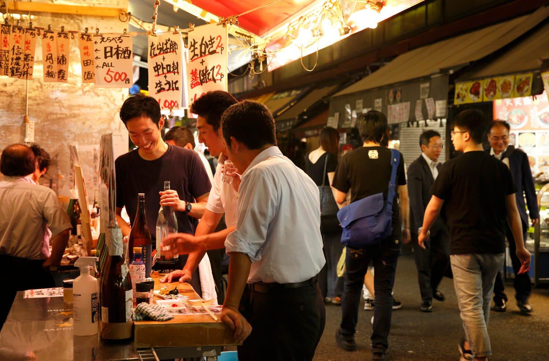 上野でビアガーデン気分をもっとも味わえる場所のひとつ、アメ横センタービル東側に立地。