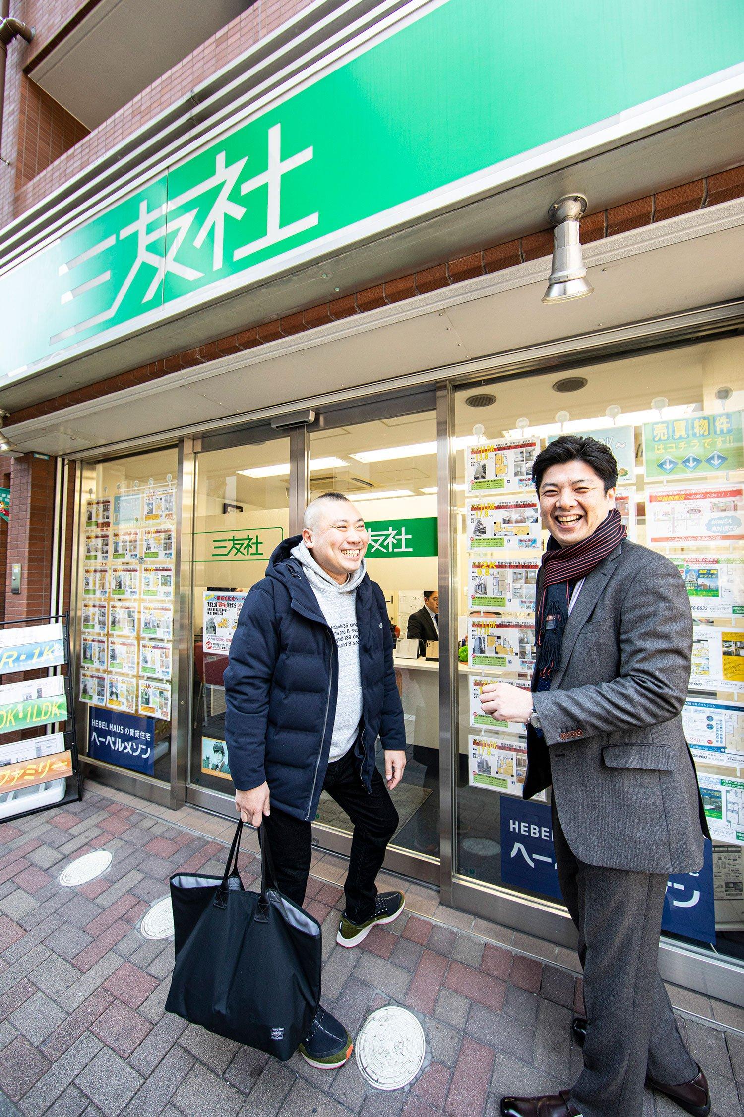 宮治さんの戸越銀座愛を深めるきっかけをつくった不動産会社『三友社』の福本さんとは、落語家になる前からの付き合い。