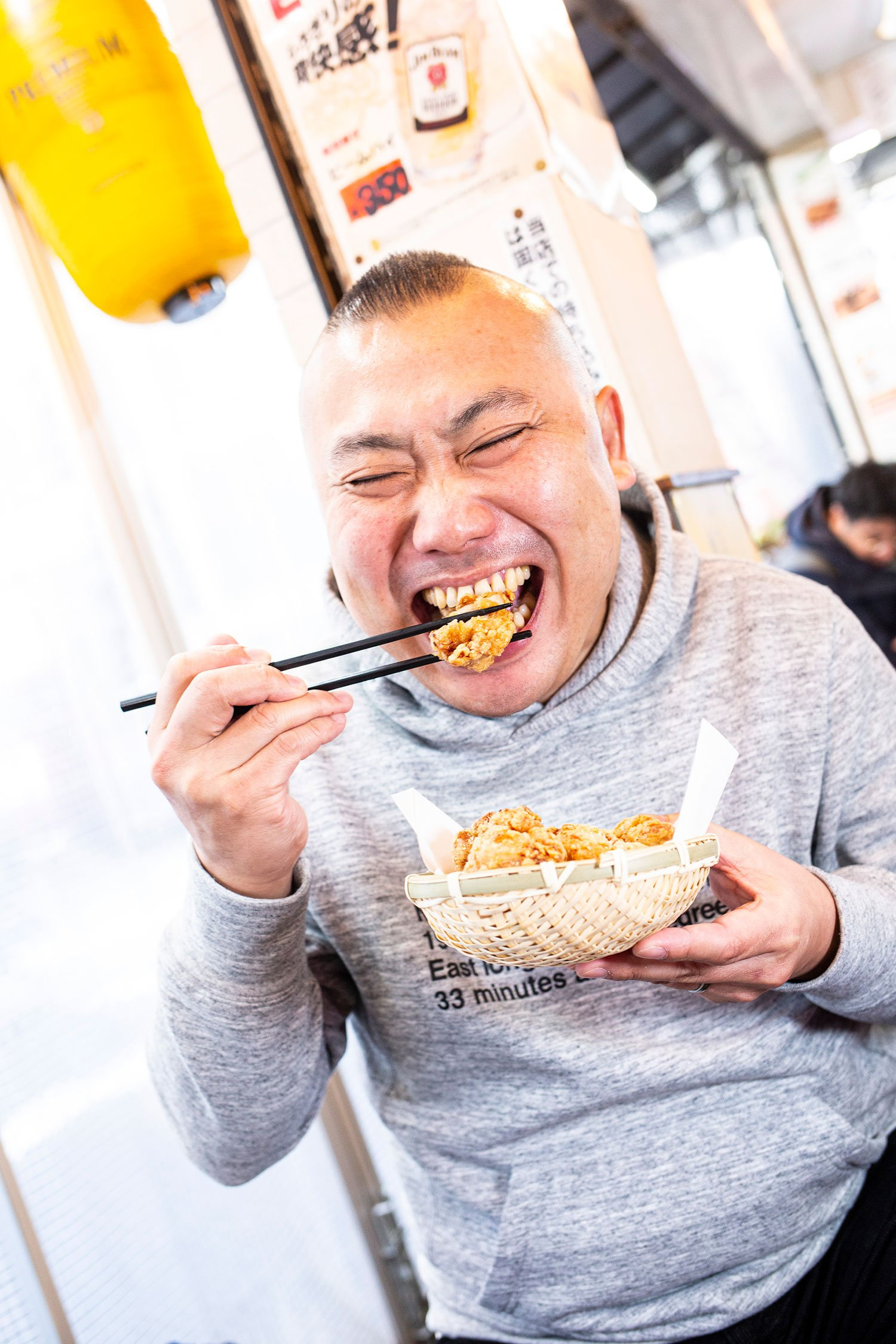 よく持ち帰りで買う『鶏&デリ』の唐揚げはお店でも食べられる。「骨なしももさえあれば間違いないんです」と太鼓判!