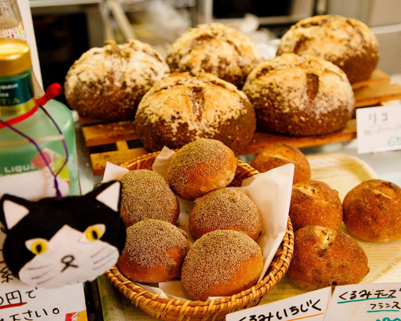 店内で焼き上げるパンの種類も豊富。