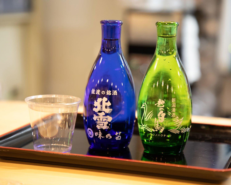 上越の『越の白鳥』と、佐渡の銘酒『北雪金星』(各1瓶350円)。
