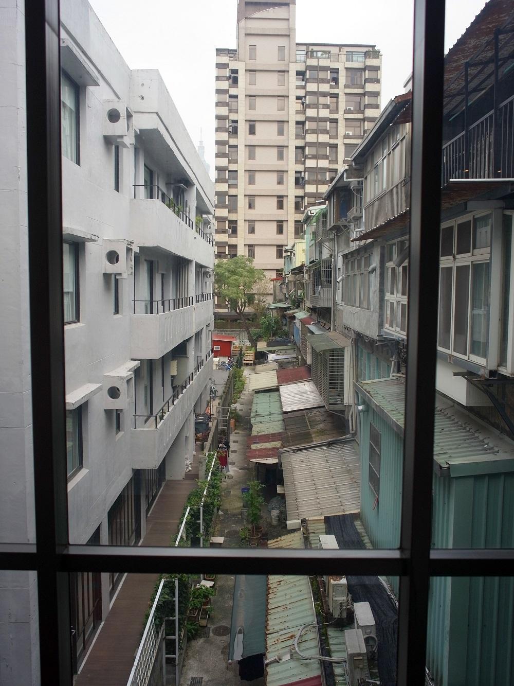 眺望はないが、台湾らしい路地に囲まれて、情緒たっぷり。