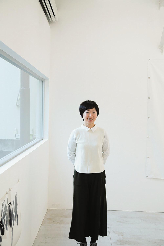 若きオーナー結城加代子さん。「同世代の作家と次のアートシーンをつくれたら」