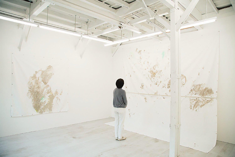 この日は防火シートに描かれた大田黒衣美氏の作品が展示されていた。
