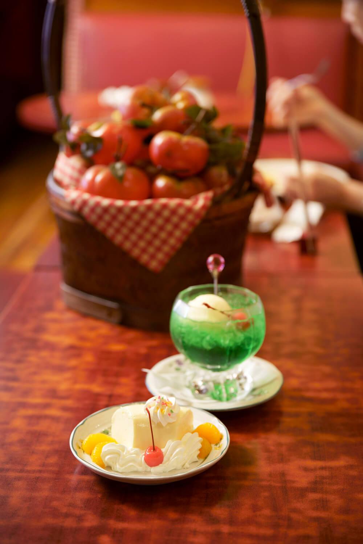 自家製ババロア550円とクリームソーダ630円。